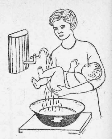 Как правильно подмывать новорожденных малышей.